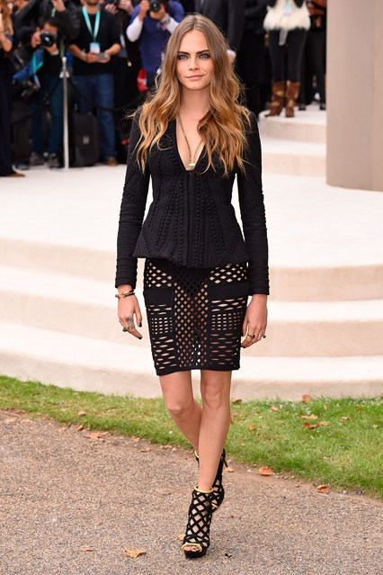 cara-delevingne-burberry-vogue-21sep15-rex-b_426x639