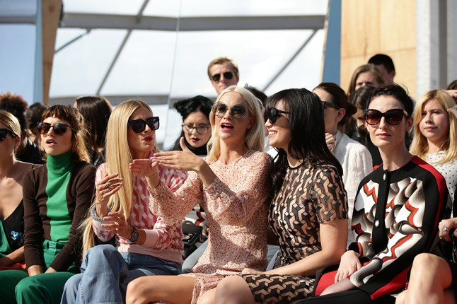 saunders-front-row-vogue-20sep15-pa_646x430
