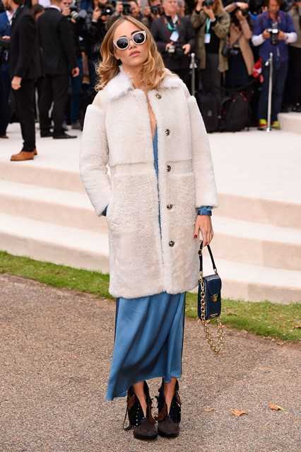 suki-waterhouse-burberry-vogue-21sep15-rex_b_426x639