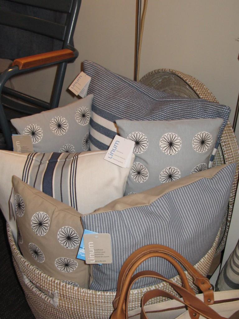 2011-linum-coussins-bleus-768x1024