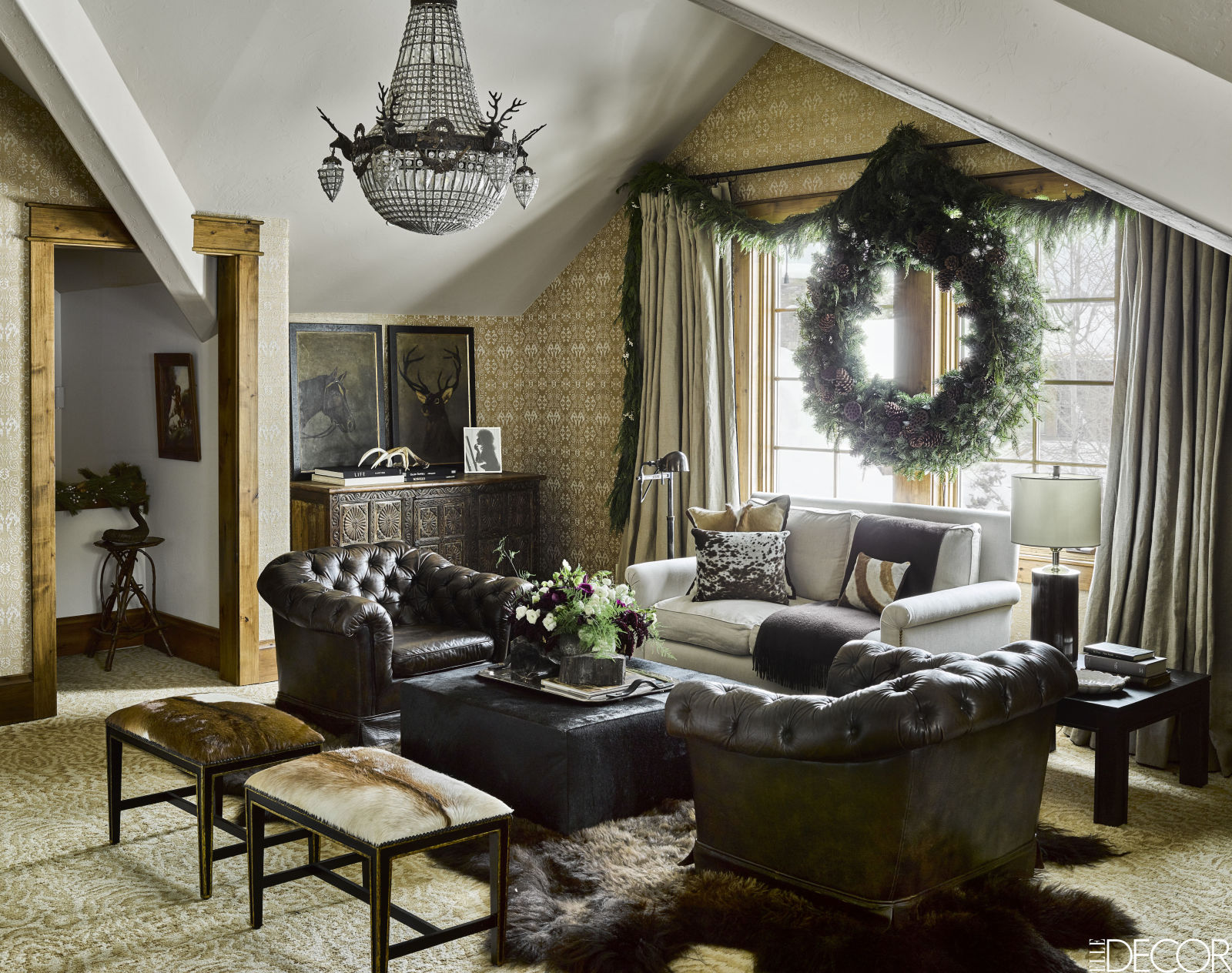 gallery-1479403839-montana-christmas-home-sitting-room